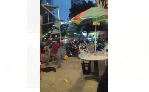 Posko nobar fans PSM Makassar di Tebet diserang sekelompok orang. (Foto: Ist)