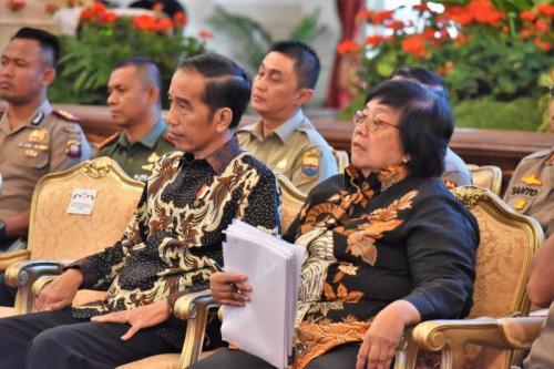 Presiden Jokowi dan Menteri LHK Siti Nurbaya saat Rakornas Pengendalian Kebakaran Hutan dan Lahan (Karhutla) di Istana Negara (foto: Ist)