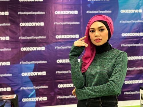 Indah hijab pink