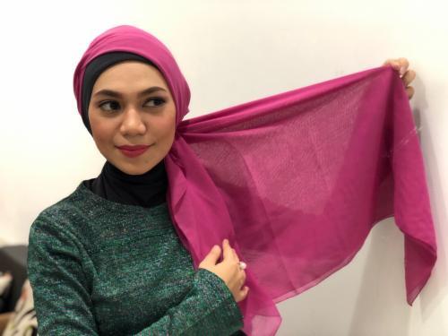 Indah Nevertari pakai hijab