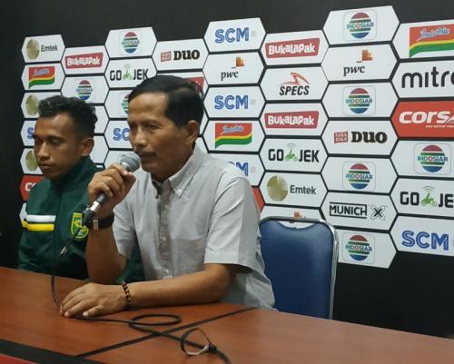 Djadjang Nurdjaman diberhentikan sebagai pelatih Persebaya (Foto: Avirista Midaada/Okezone)