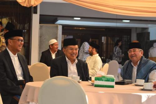 Jusuf Kalla Gelar Silaturahmi dengan Pimpinan Provinsi Sulsel di Kediamannya Usai Salat Idul Adha, Makassar (foto: Herman A/Okezone)