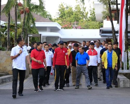 Wapres JK saat hendak meninjau pembangunan Masjid 99 Kubah di Makassar. (Foto : Herman Amiruddin/Okezone)