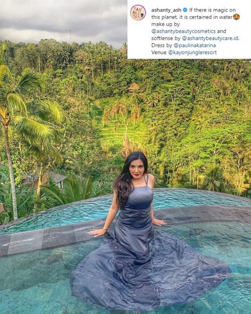 Netizen mengkritik gaun seksi yang dikenakan Ashanty di dalam kolam renang. (Foto: Instagram)