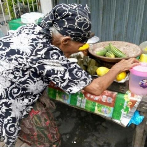 Nenek Penjual