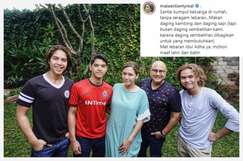 Penampilan Maia Estianty dalam foto keluarga yang diunggahnya mendapat kritik netizen. (Foto: Instagram)