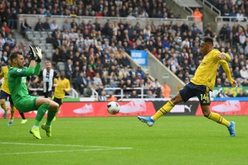 Pierre-Emerick Aubameyang saat mencetak gol untuk Arsenal