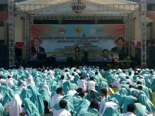 Menteri Pertahanan (Menhan) Ryamizard Ryacudu memberikan kuliah umum perdana di Universitas Sebelas Maret (UNS)
