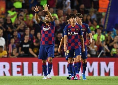 Luis Suarez cetak dua gol ke gawang Valencia