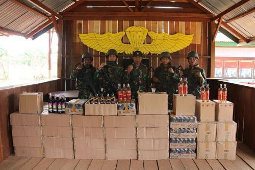 TNI amankan 3.333 botol miras (Foto: TNI)