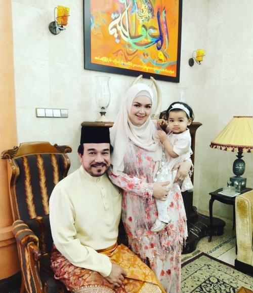 Siti Nurhaliza membeberkan alasannya jatuh cinta pada sang suami. (Foto: Instagram)