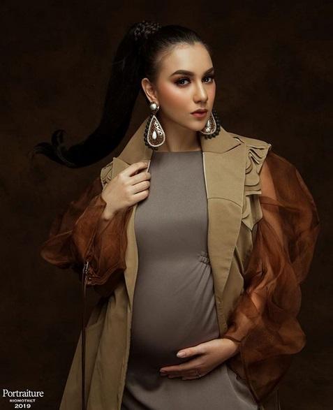 Artis hamil