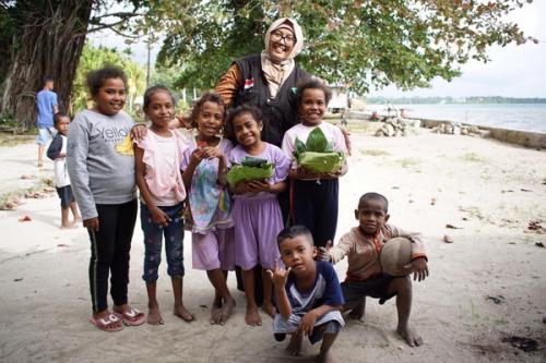 Relawan tim tebar hewan kurban di Papua Barat