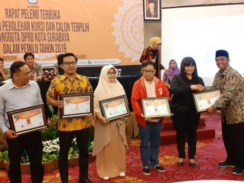 Rapat pleno terbuka penetapan perolehan kursi dan calon terpilih anggota DPRD Kota Surabaya (foto: Syaiful Islam/Okezone)