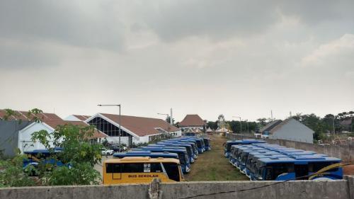 Belasan Bus Transpatriot yang Dihibahkan dari Kemenhub Dipindah ke Perumahan Vida, Padurenan, Mustikajaya, Bekasi (Foto: Wijayakusuma/Okezone)