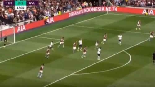 Tulisan Dirgahayu Indonesia Ke 74 hiasi papan iklan Tottenham Hotspur Stadium (Foto: Raja Bola/Youtube)