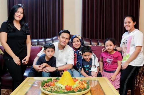 Muzdalifah bersama keluarganya. (Foto: Instagram)