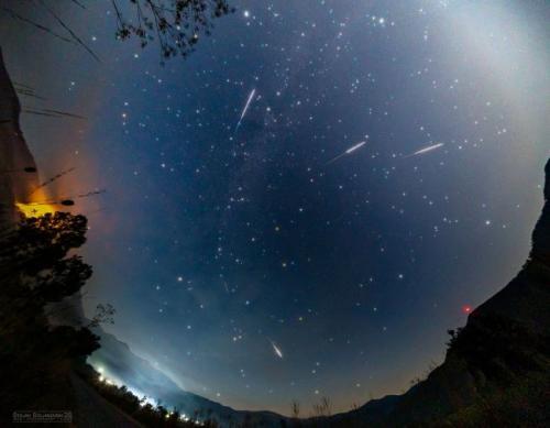 Fenomena hujan meteor quadrantid terjadi pada awal 2020.