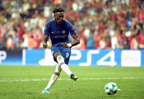 Aksi Tommy Abraham di laga Liverpool vs Chelsea