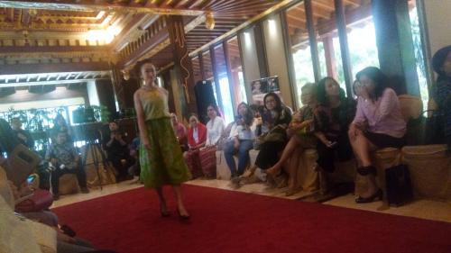 Istri dubes fashion show