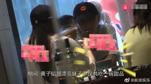 Tao dikabarkan berpacaran dengan seorang perempuan Korea bermarga Kim. (Foto: Koreaboo)