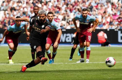 Sergio Aguero vs West Ham (Foto: Premier League)
