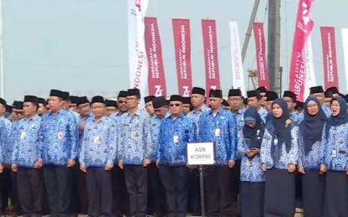 ASN upacara di Pulau Reklamasi