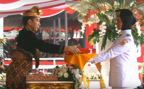 Salma El Mutafaqqih Dipercaya Menjadi Pembawa Bendera Merah Putih di HUT Ke-74 RI di Istana Merdeka, Jakarta, Sabtu 17 Agustus 2019 (foto: Youtube/Sekretariat Presiden)