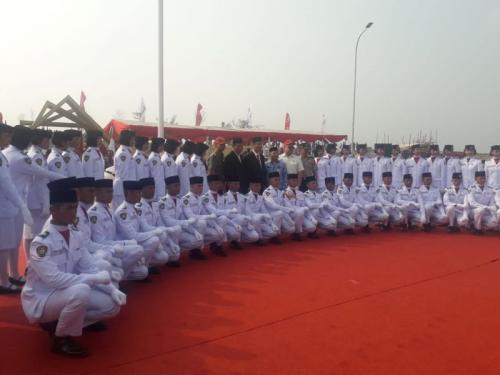 Pasukan Paskibraka DKI Jakarta yang Bertugas Mengibarkan Bendera Merah Putih di Kawasan Reklamasi, Pulau Maju, Jakarta Utara, Sabtu 17 Agustus 2019 (foto: Fardiansyah/Okezone)