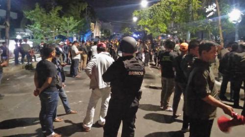 Polisi Jaga Ketat Asrama Mahasiswa Papua di Makassar (foto: Herman A/Okezone)