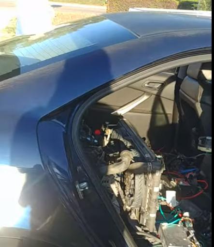 Mobil bermesin dua