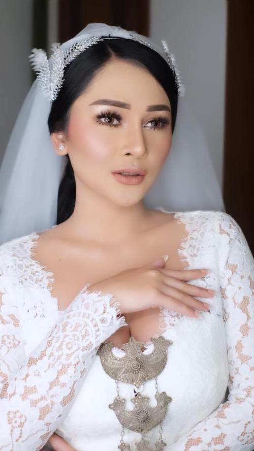 Mutia Ayu makeup