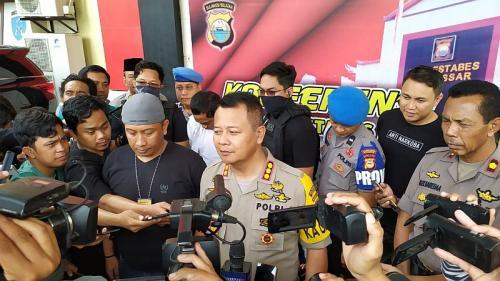 Polisi tangkap Anggota DPRD Makassar terpilih karena nyabu (Foto: Herman/Okezone)