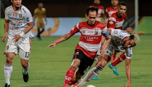 Suasana laga Madura United vs Bali United