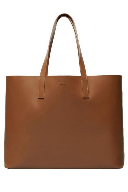 Salah satu contohnya, tote bag kulit warna coklat satu ini.