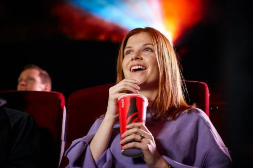 Perempuan di bioskop