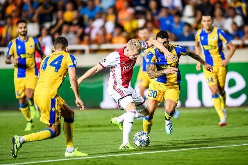 Ajax Amsterdam hanya bermain imbang 0-0 di markas APOEL