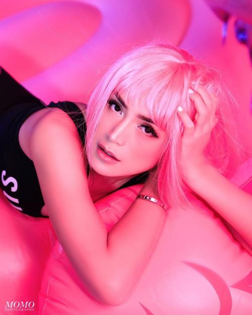 Jessica Iskandar pink