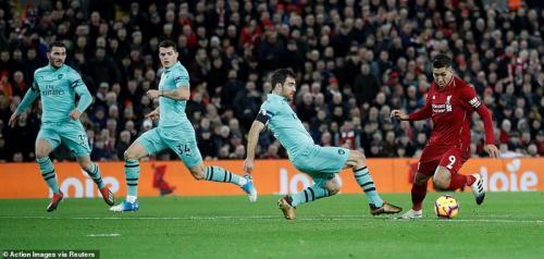 Roberto Firmino vs Arsenal (Foto: Reuters)