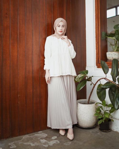 Aghnia Punjabi hijab