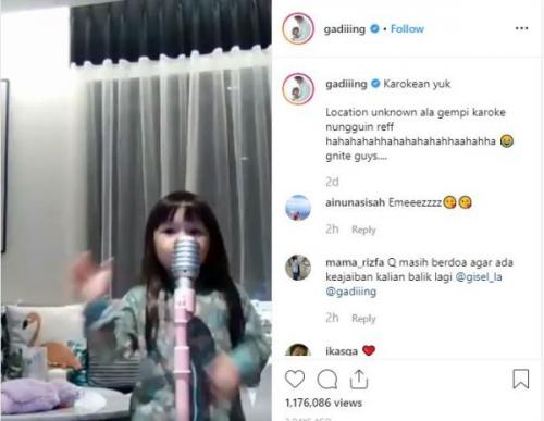 Gempita Noura Marten saat karaoke