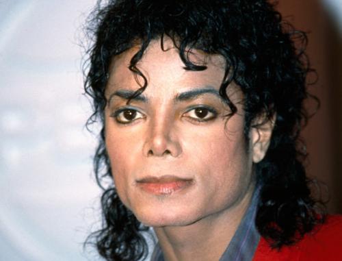 Penampakan yang paling menggegerkan masyarakat dunia adalah mendiang Michael Jackson.