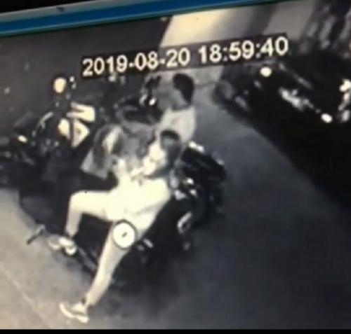 Cuplikan Video Pencurian Motor yang Dilakukan Sepasang Kekasih di Masjid Al Ishlah, Malang (Foto: Instagram/@malangdotcom/Ist)