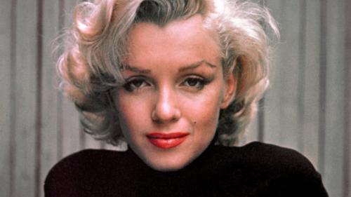 Setelah tewas mengenaskan, konon arwah Marilyn kerap menampakkan diri di berbagai tempat.