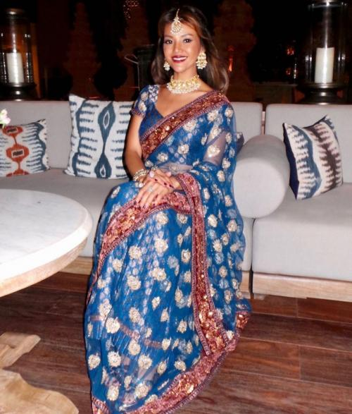 Farah Quinn Sari India