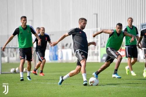 Pemain Juventus berlatih