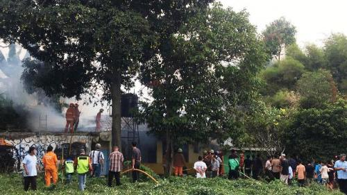 Kebakaran rumah dinas Kampus IISIP Jakarta. (Foto: Damkar Jaksel)