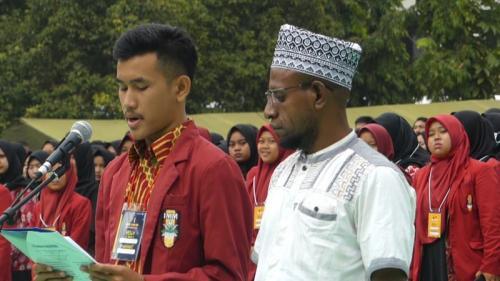 Tokoh Adat Papua dan Ribuan Mahasiswa Serukan Perdamaian untuk Tanah Papua di di Lapangan UMP, Banyumas, Jateng (Foto: iNews/Saladin Ayyubi)
