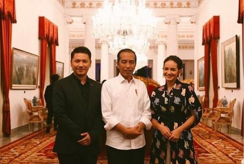 Enzy Storia, Jokowi, dan Gading