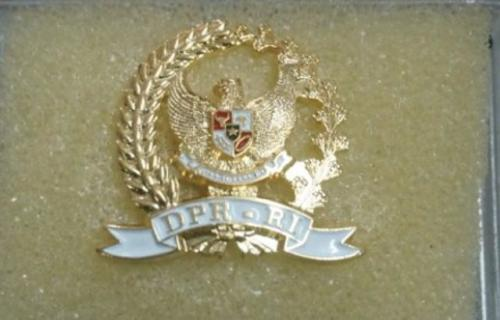 Ilustrasi pin emas anggota DPR RI. (Foto: Ist)